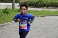 This little boy manages to finish the race himself without any companion.
