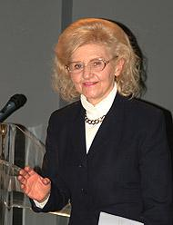 Isabel Piczek