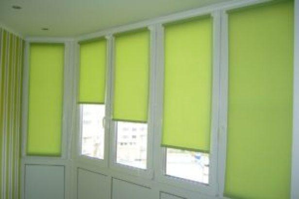 Светлые шторы для балкона