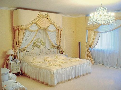 Красивые ламбрекены в интерьера гостиной зала спальни