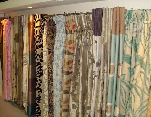 Какие шторы подобрать под обои и мебель