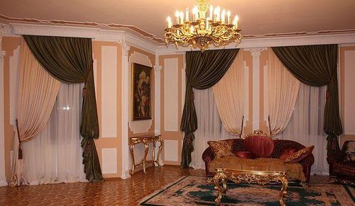 Выбор штор на два окна: зал, гостиная – фото идеи