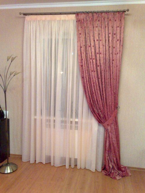 Ассиметричные шторы: фото в интерьере кухни, гостиной, спальни