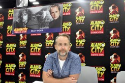 """""""Lord of the Rings"""" actor Billy Boyd at his convention table. Photo by Catherine Gutierrez"""