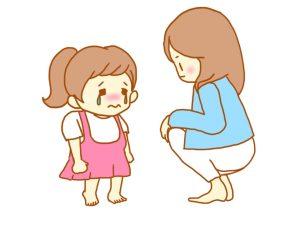 子どもをしかるママ