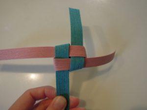①-5 紐を引っ張る