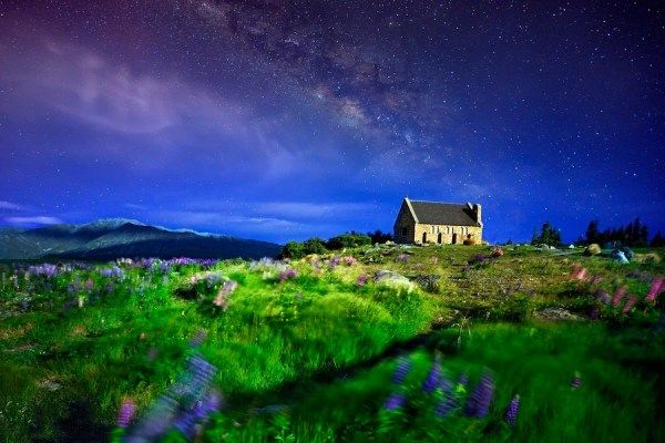 A small house and milky way