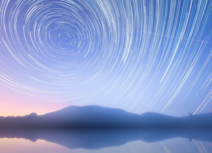 Star trail earth rotation night photography