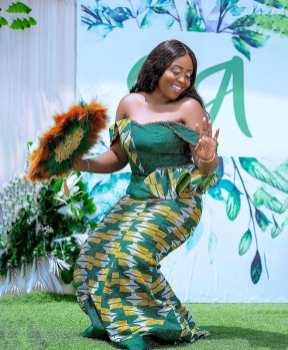 Traditional Kente Styles Women 2021 (8)