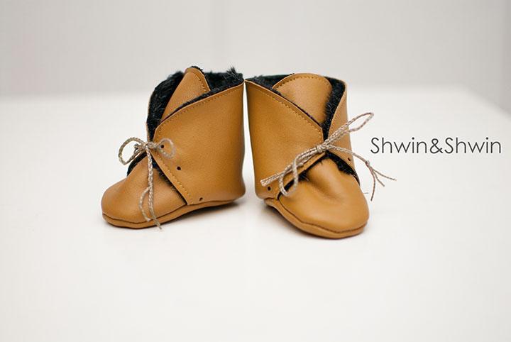 Fur+Leather Baby Booties || Free Pattern || Shwin&Shwin