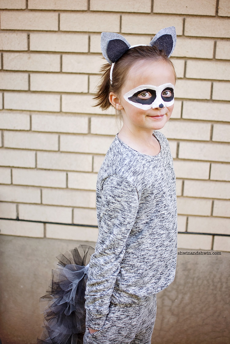 DIY Raccoon Costume #Halloween #Raccoon