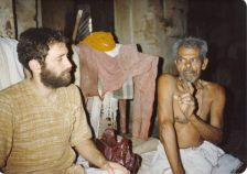 "Shyamdas with a satsang partner, Hargovind Bapa, who used to repeat ""Hari Pyari!"""