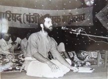 Shyamdas was appointed as the president of the International Vaishnava Parishad for some time. Shri Prathameshji would ask him to speak on occasions like this at the Rajkot Soma Yagna