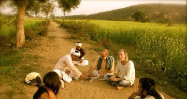 Mohan serves up prasad to Shyamdas and his group of Braj pilgrims