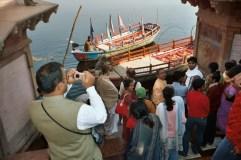 Hari snaps a shot of Shri Milan Baba and the Vaishnavas