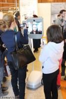 Robot Beam bloque par de jeunes admirateurs