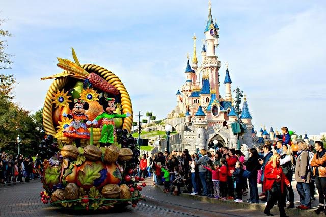 Mickey and Minnie on the Autumn parade at Disneyland Paris