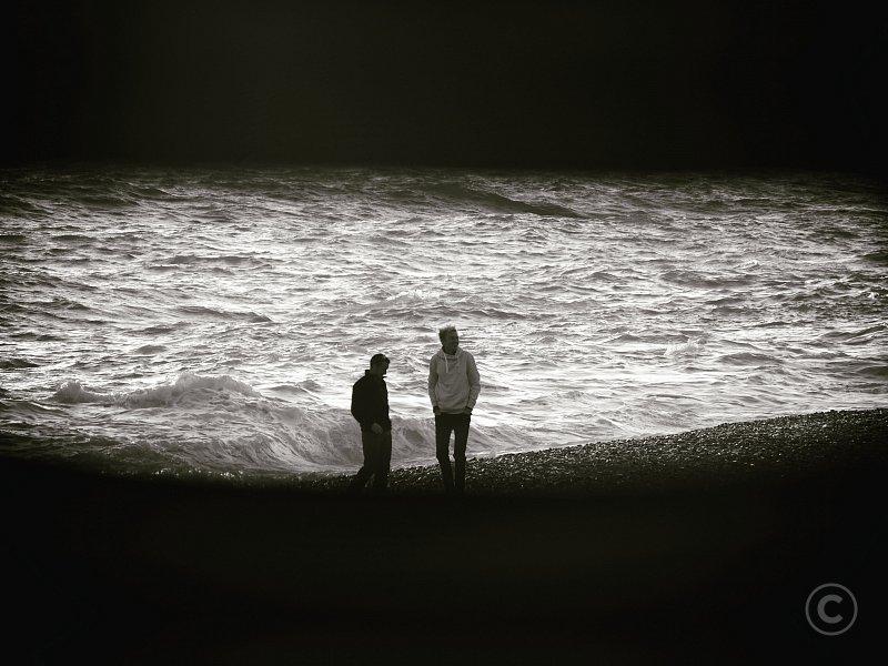 Couple de personne sur la plage