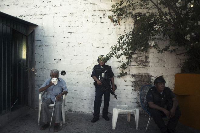 A resident of Acapulco's Primero de Mayo neighborhood eats breakfast while Mexican soldiers and police guard a severed head left on the street.  Latin America Is the Murder Capital of the World B3 BU526 0917la H 20180917231928