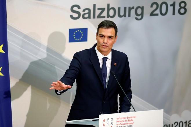 El primer ministro, Pedro Sánchez, ha tratado de dar la bienvenida a los migrantes al tiempo que aborda las preocupaciones sobre la seguridad de las fronteras de España.