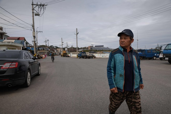 A street on Yeonpyeong island.  Two Miles from North Korea, Islanders Brace for an Uneasy Peace B3 CG551 YELLOW H 20181102183834