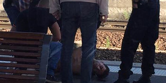 http://www.wsj.com/articles/two-u-s-soldiers-help-subdue-attacker-on-french-train-1440238328