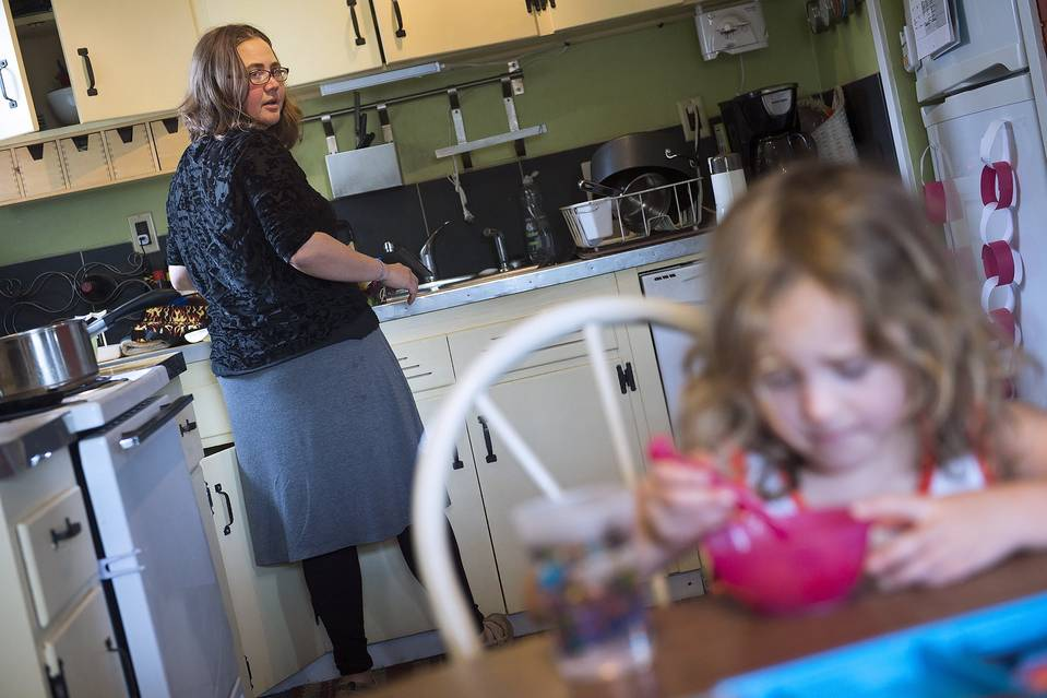 Diana Bartlett, shown with her daughter in Portland, Ore., has worked a series of short-term jobs without retirement plans.