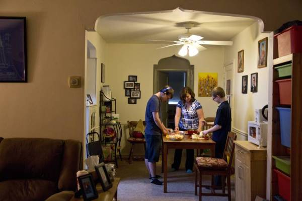 Theresa Lounsbery with her sons, Nick, 18, and Connor, 14, prepare dinner in their home. Ms. Lounsbery moved to Oxford Circle two years ago because the rent was inexpensive.