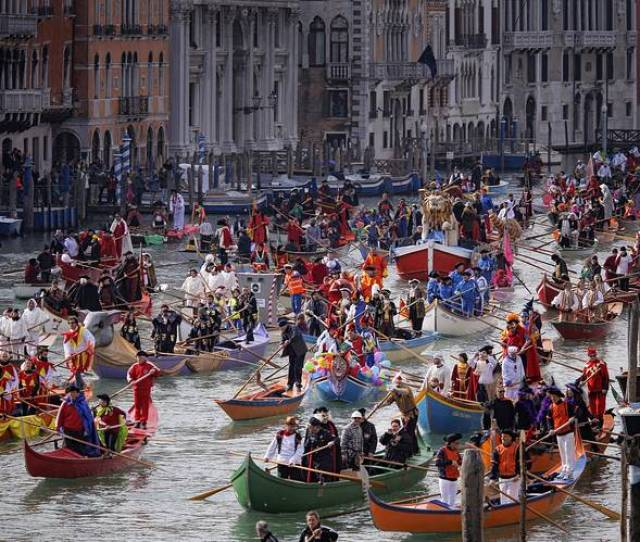 Last Years Corteo Acqueo Or Water Parade On The Citys Grand Canal Which