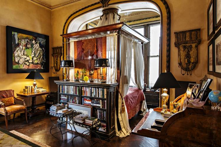 A bedroom in a Brooklyn Heights townhouse that's on the market for $40 million.