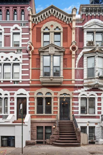 Actor Brian Kerwin's townhouse is now in contract after a year on the market and several price cuts.