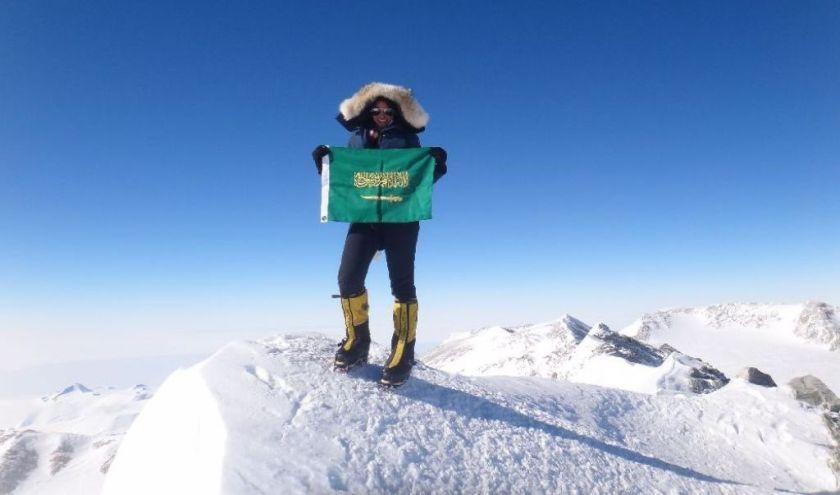 رها محرق .. اول سعودية تتسلق قمة جبل افريست