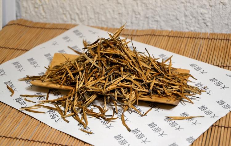 "Dian Hong Cha Black & Golden Needle - ""Small Yinzhen"""