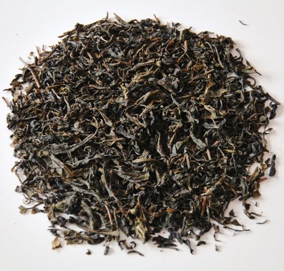 Shan Tee: Wilder Tee von alten Teebäumen in Nordthailand, Verarbeitung nach Pu Erh Methode, sonnengetrocknet, ungereift