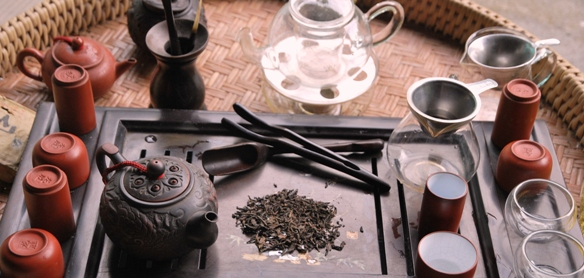 Setup für Zubereitung von gereiftem Lincang Pu Erh Tee, lose Blätter
