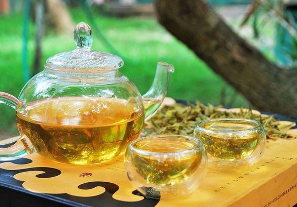 "Anji Bai Cha Grüner Tee / Anji ""Weißer"" Tee, zubereitet in meinem Garten"