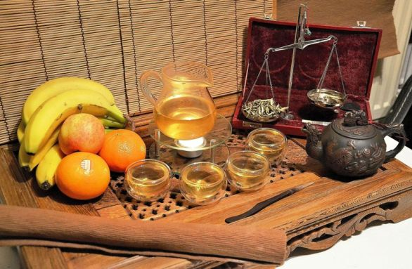 Edler Fuding Silver Needle Weißer Tee, in feierlicher Zubereitung