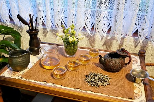 Ancient Tree White Moonlight Weißer Tee von Yunnans alten Teebäumen
