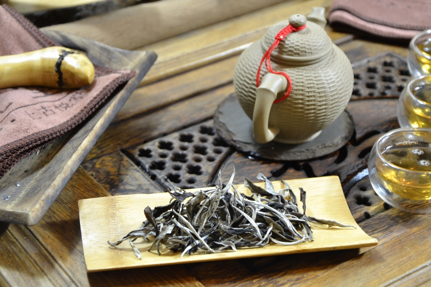 Weißer Arbor-Tee (1+1) von alten Teebäumen in Xiengkhouang, Laos