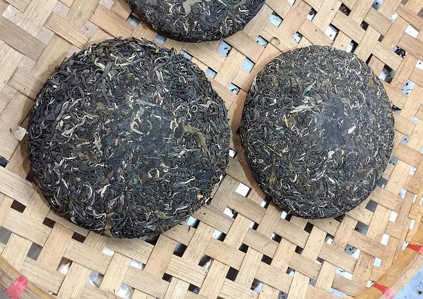 Ancient Snow Shan Sheng Pu Erh Tee / Hei Cha Tee aus Vietnam - gepresster Tee-Fladen oder Cake