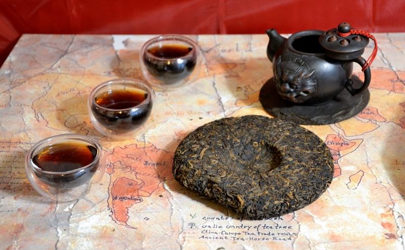 """Wokan Shan Gong Ting Bing Cha Shou Pu Erh Tea - ripe pu erh tea from biodiverse high mountain tea garden in Yunnan's Pu Erh district : """"gong ting"""" = highest """"post-wo-dui grade"""""""