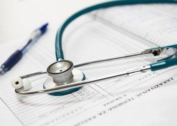 Le Conseil Médical de Thaïlande demande une réduction des heures de travail pour les médecins
