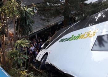 Chiang Mai : un bus sort de route près du Doi Suthep, des blessés