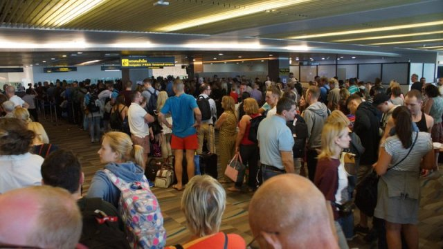La direction de l'aéroport de Phuket est revenue sur les problèmes de ces derniers jours, en raison des travaux de réparation sur la piste
