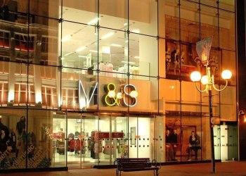 Marks & Spencer va fermer 100 magasins au Royaume-Uni