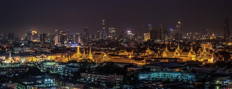 Vue nocturne sur le Palais Royal de Bangkok