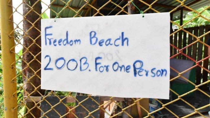 Deux hommes qui faisaient payer l'accès à la plage de Freedom Beach ont été arrêtés à Phuket