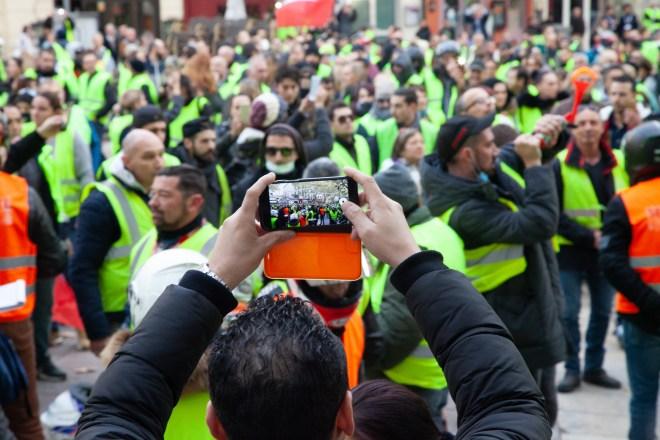 Des personnalités politiques ont appelé à suspendre le mouvement des gilets jaunes après l'attentat de Strasbourg
