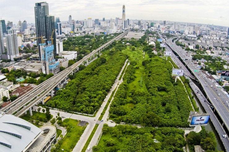 Centre commercial ou parc ? Le dernier grand espace libre de Bangkok anime les débats