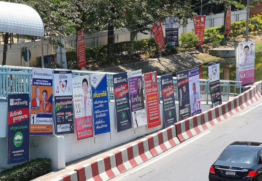 Élections en Thaïlande : les programmes populistes pointés du doigt
